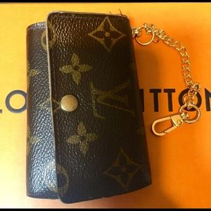 SOLD Auth Louis Vuitton Key Holder